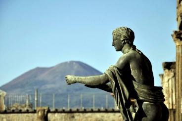 Pompeii.Ruins .and .Mt .Vesuvius 368x245