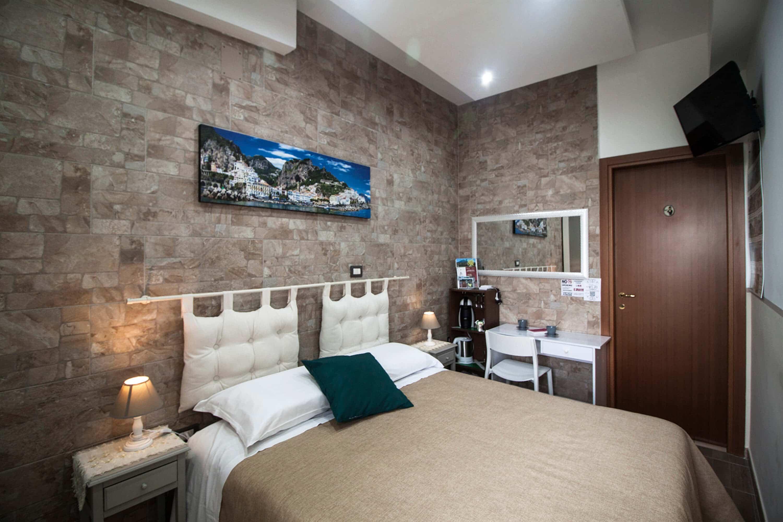 Camere pompei con bagno privato wifi aria condizionata - Camera con bagno ...