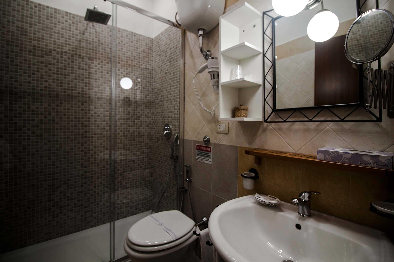 Camere pompei con bagno privato wifi aria condizionata - Ostelli londra con bagno privato ...